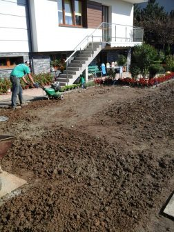 wyrównanie gruntu pod trawnk