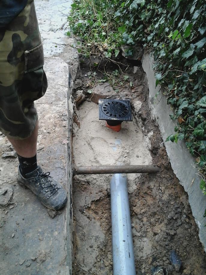 odprowadzenie wody burzowej z kratka w czasie prac